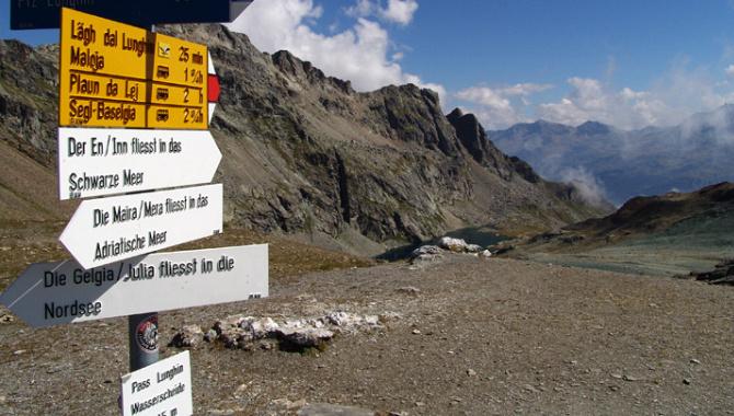 Bergwanderung zur Dreifach-Wasserscheide am Pass Lunghin