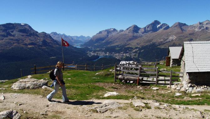 Panoramawanderung hoch über Pontresina