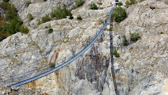 Bergwanderung zur Hängebrücke über die Massaschlucht