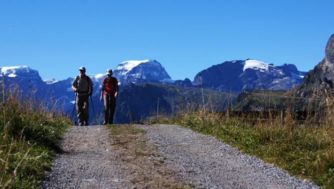 Panoramawanderung hoch über Braunwald