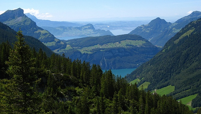View across Seelisberg and Lake Lucerne from the Chäppeliberg/Spilau cable car