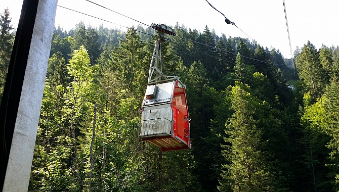 Privately-owned 4-man Chäppeliberg/Spilau cable car
