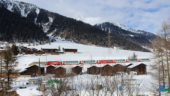 The popular Glacier Express runs along this line.