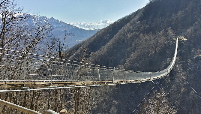 Carasc suspension bridge