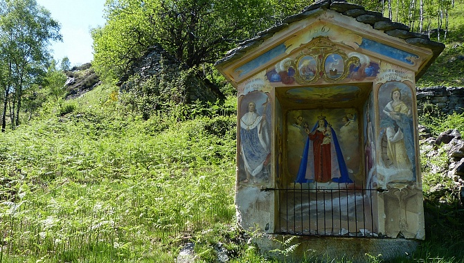 Artistically painted shrines along the route.