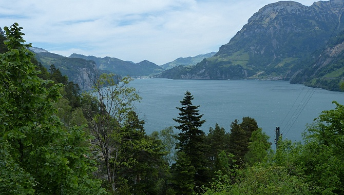 On the descent to Isleten, views North toward Brunnen.
