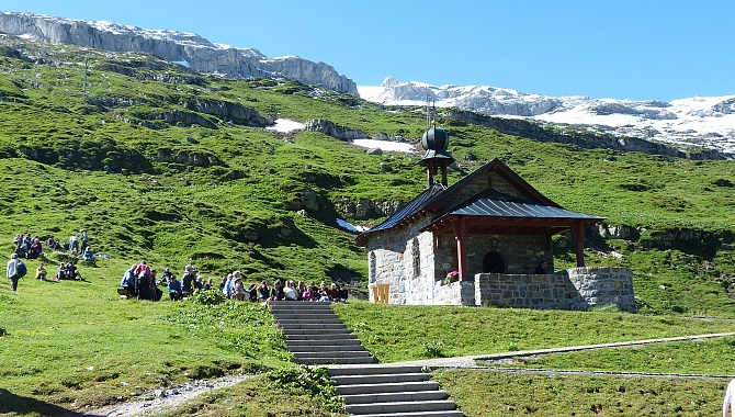 Chapel at the Klausen Pass, starting point of this hike.
