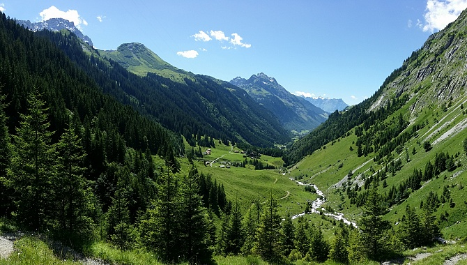 At the bottom of the steep descent you get this view into the Schächen Valley