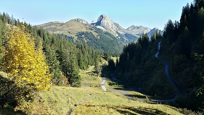 Shortly after Schwelaui, you can see how steep and narrow the Pragel Pass Road is.