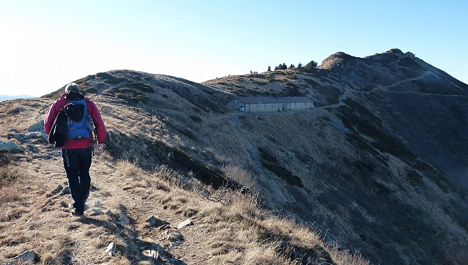 Walking along the Ridge to the Summit (there is also a broader trail below)