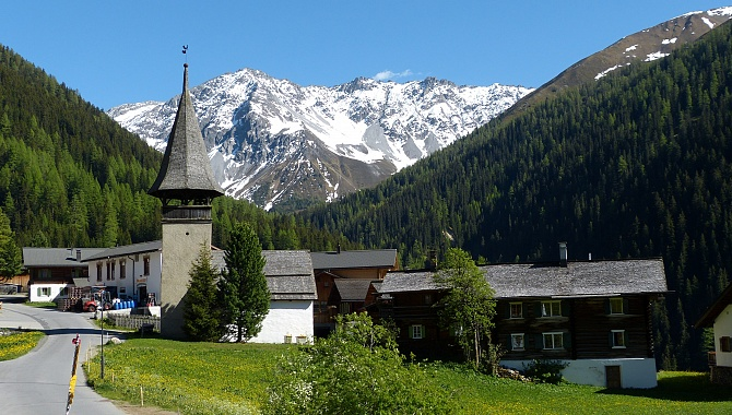 Davos Monstein and Monstein Brewery (left of the chapel)
