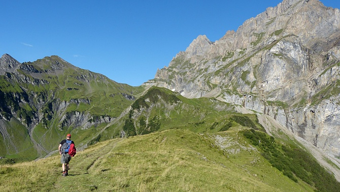 Heading to the Surenenen Pass. From Brüsti it is 3 hours, from Alp Grat 2 hours.