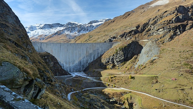 On the approach to the Moiry Dam, on the road from Grimentz