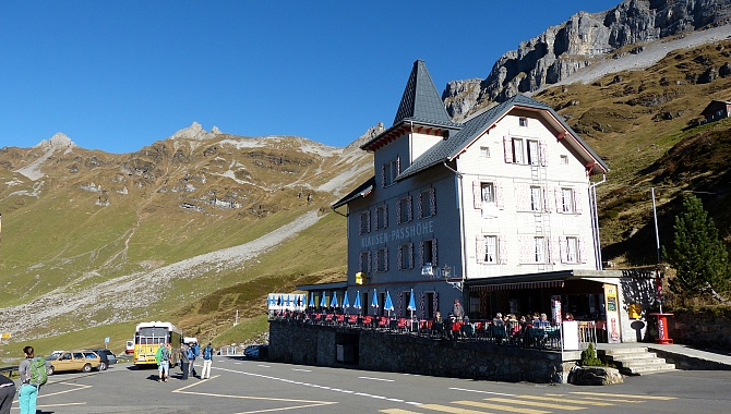 Hotel Klausen Pass. At the back on the left is the entire Balmer Ridge.