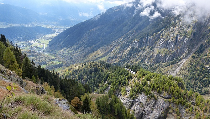 On the way to Schranni, this is the view into the Fiescher Valley, with Fiesch at the very back.