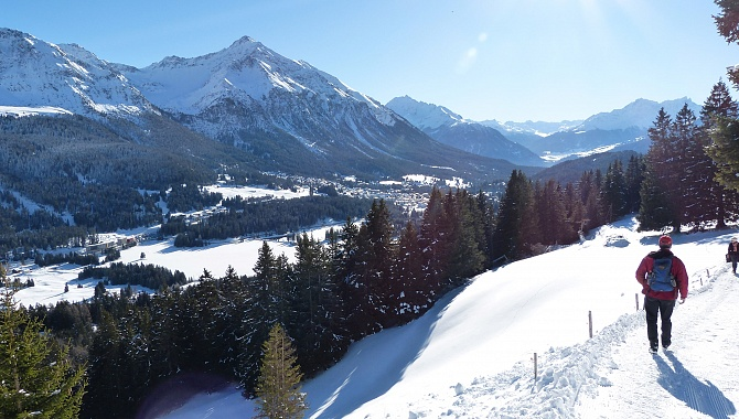 Heading South with views of Lenzerheide and Lake Heidsee below.