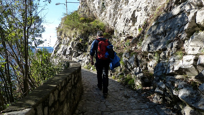 The trail is mostly wide and paved from Gandria to Castagnola