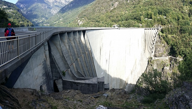 Verzasca Dam, on the far side. In the middle is the set-up for Bungee Jumping
