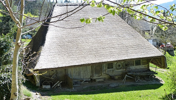 Thatched-Roof house near Seeberg, under cultural heritage protection
