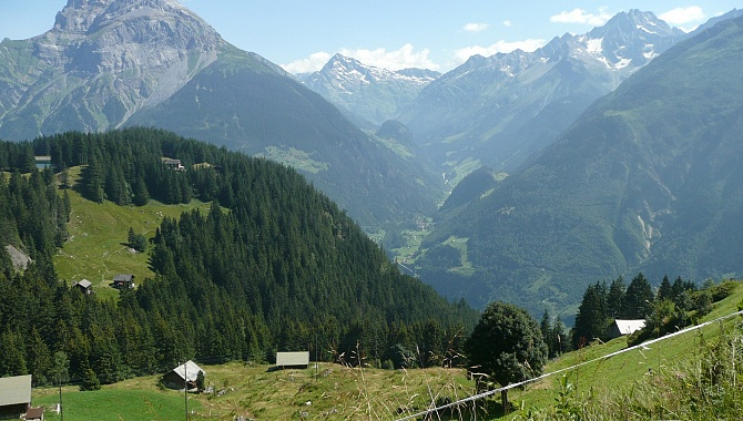 For the entire tour you have these views into the Reuss and Maderaner Valleys