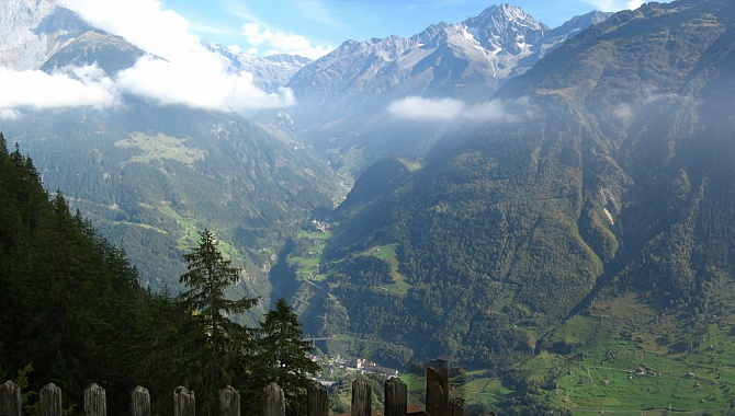 From the Chänzeli Look-out point into the Maderanertal Valley