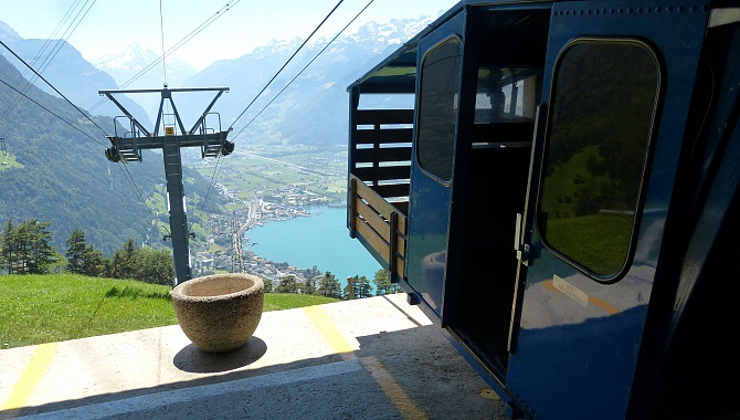 The small cargo cable car that takes you back down to Flüelen