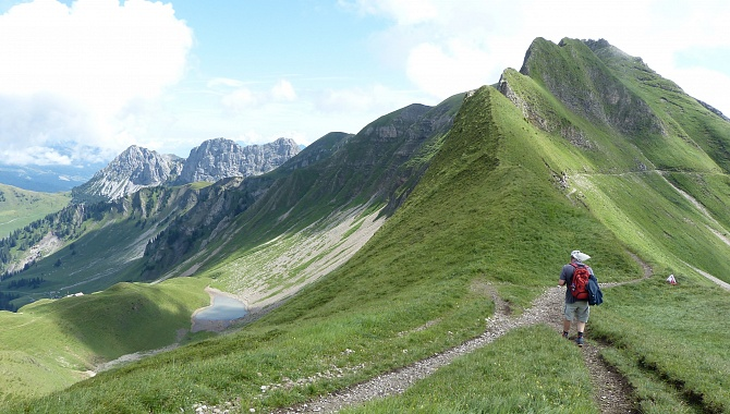 Many ridge trails, not too difficult. On the left at the back is Giswilerstock