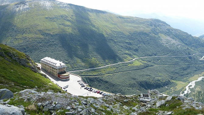 Belvédère Hotel (Bus Stop). The trail continues ABOVE the hotel and past it, to the road.