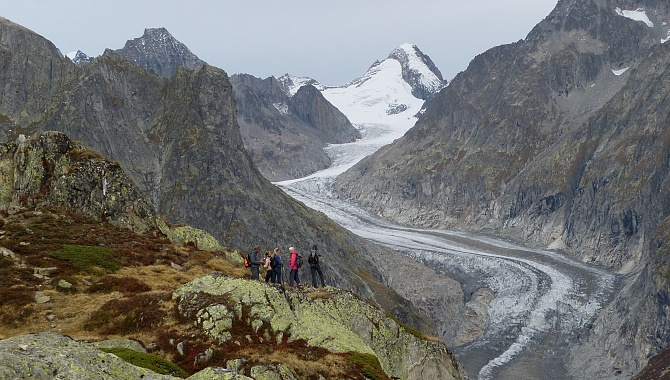On the Aletsch Panorama Trail you pass by the Fiescher Glacier