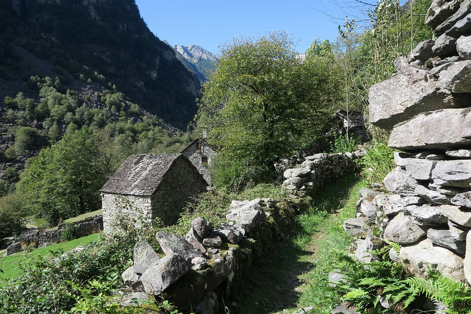 Hike down the Beautiful Val Bavona (Sentiero Cristallina)